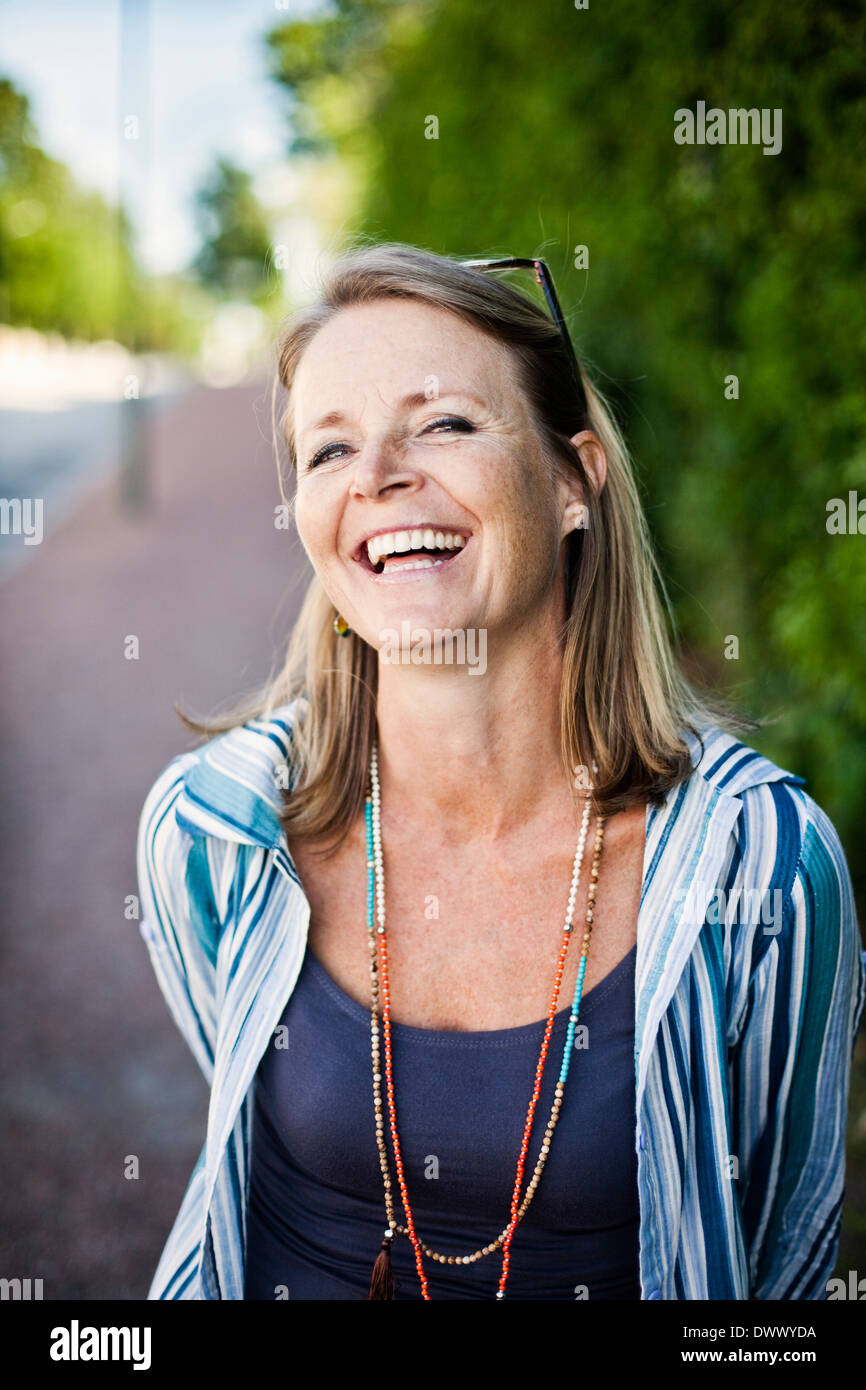 Portrait of woman laughing outdoors Photo Stock