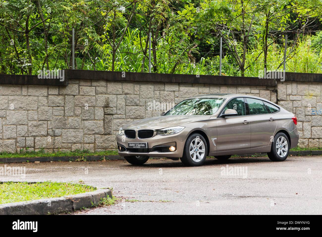 bmw 5-series gt 2013 modèle en couleur brun-doré banque d'images