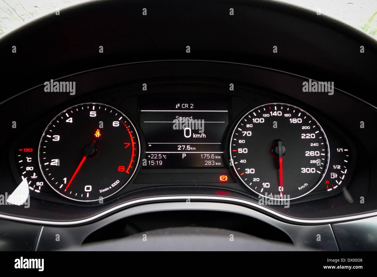 Audi A6 Tableau De Bord Banque D Images Photo Stock 67612532 Alamy