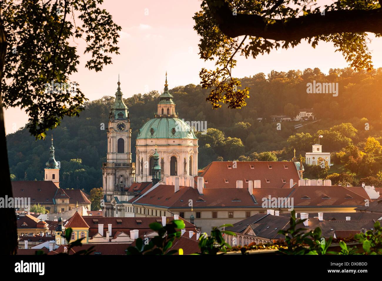 Dome et clocher de Saint Nicholas' Church, Prague, République tchèque. Photo Stock
