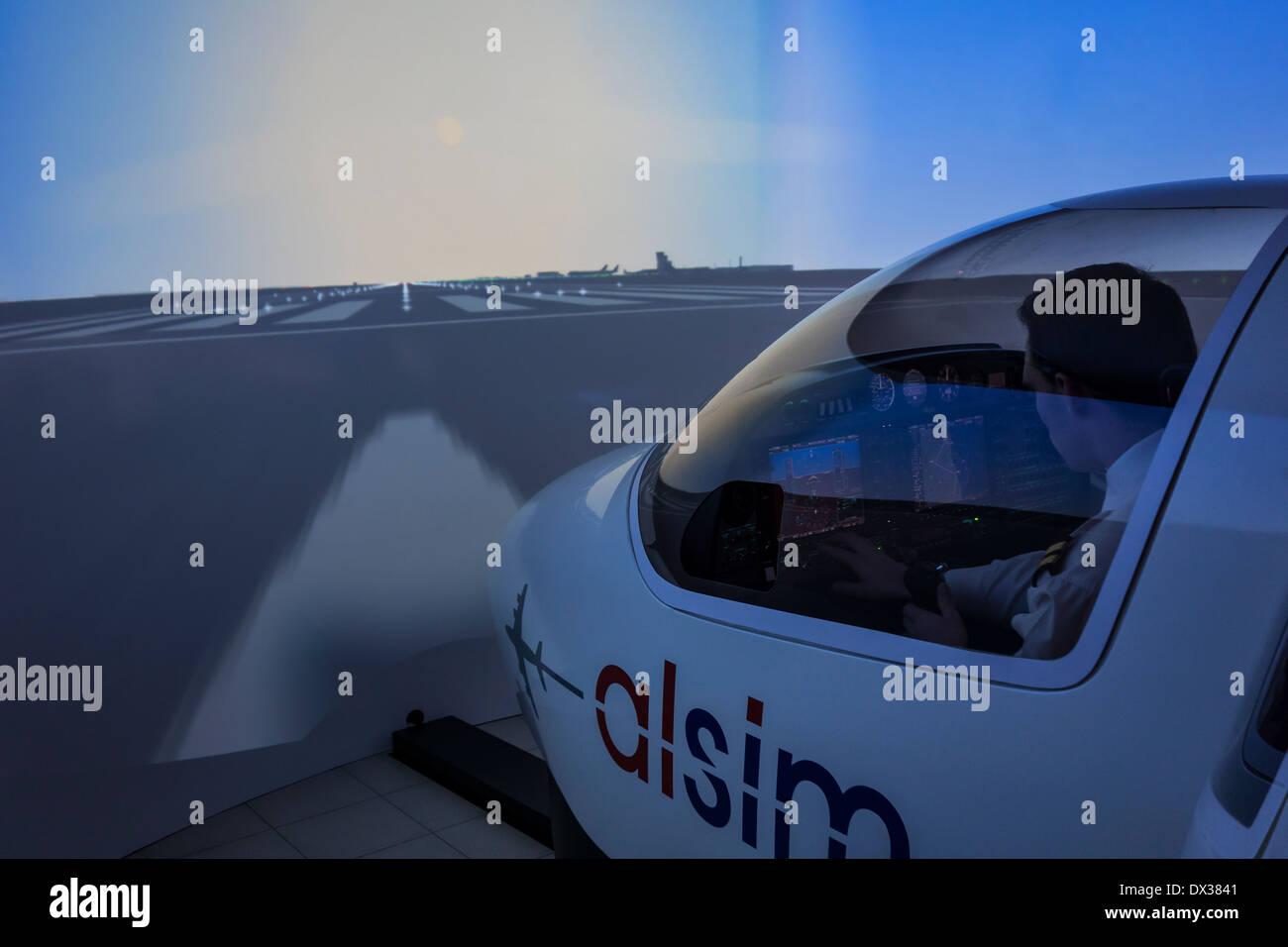 Navigation étudiant avion virtuel dans Flight Simulator à la flamande / VLOC aviation training centre à Ostende, Belgique Banque D'Images