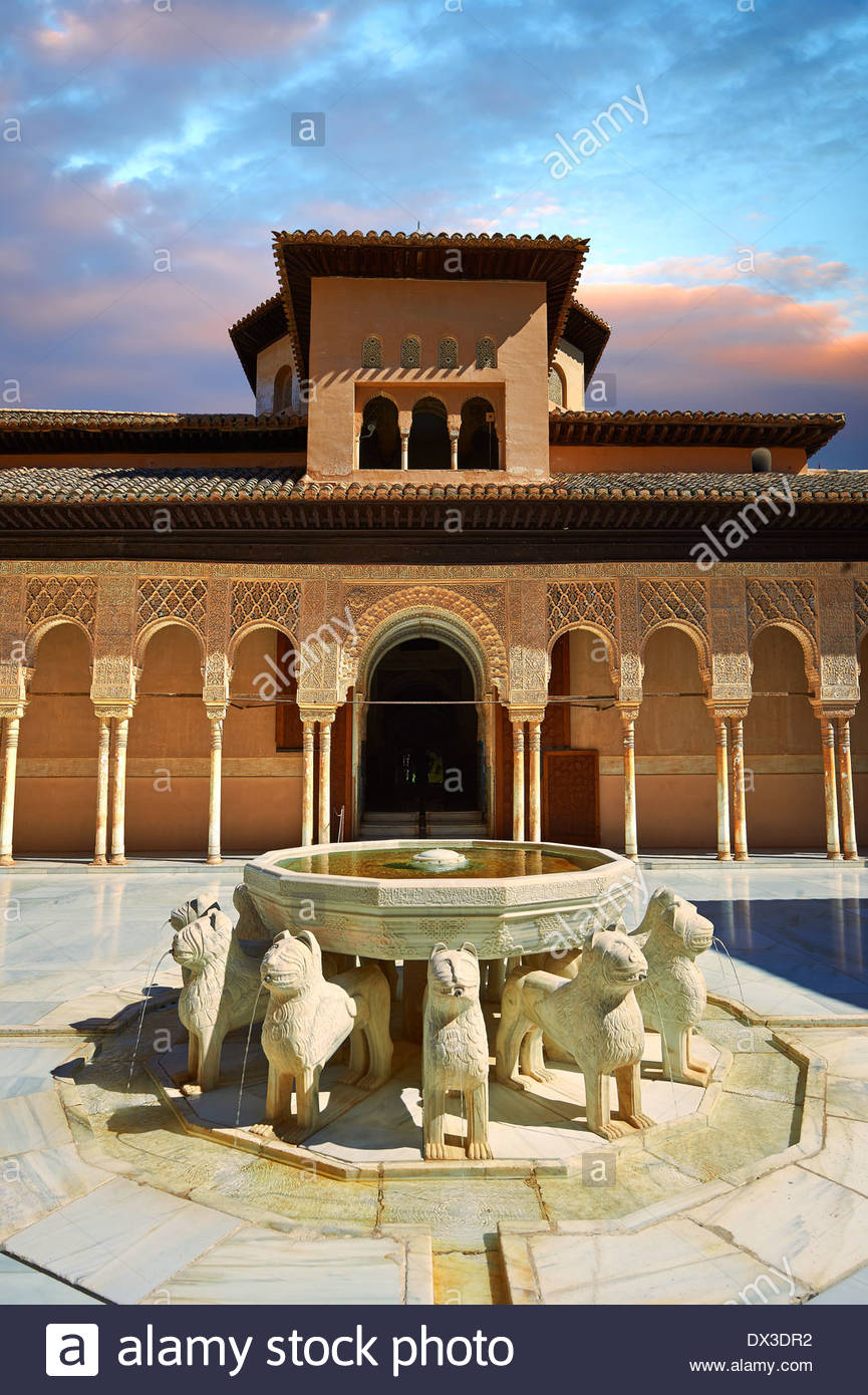 Arabesque architecture mauresque du Patio de los Leones (Cour des Lions) , Palacios Nazaries, à l'Alhambra. Granada, Espagne Photo Stock