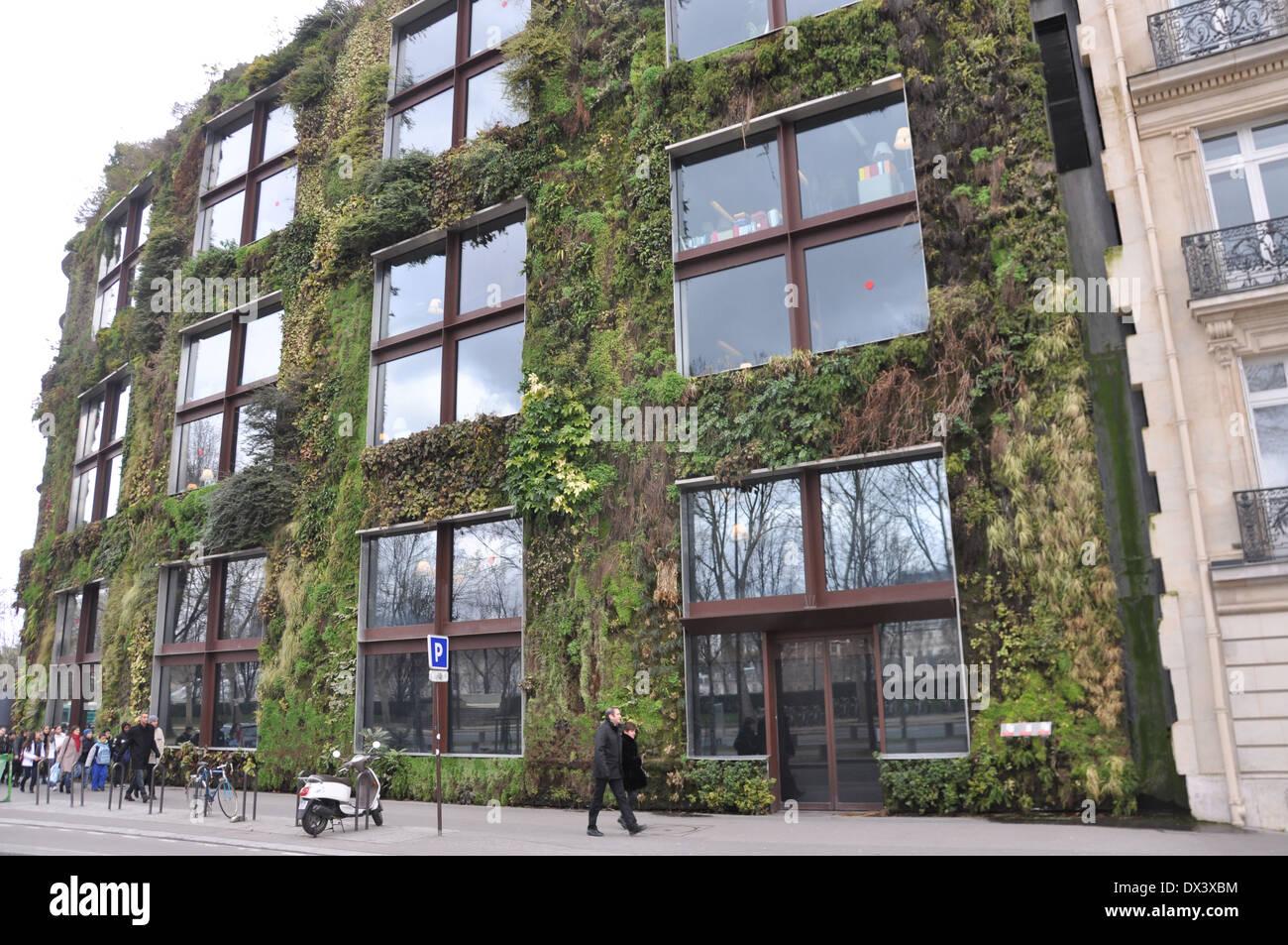 Jardin vertical mur du musée du quai Branly, Paris Banque D\'Images ...
