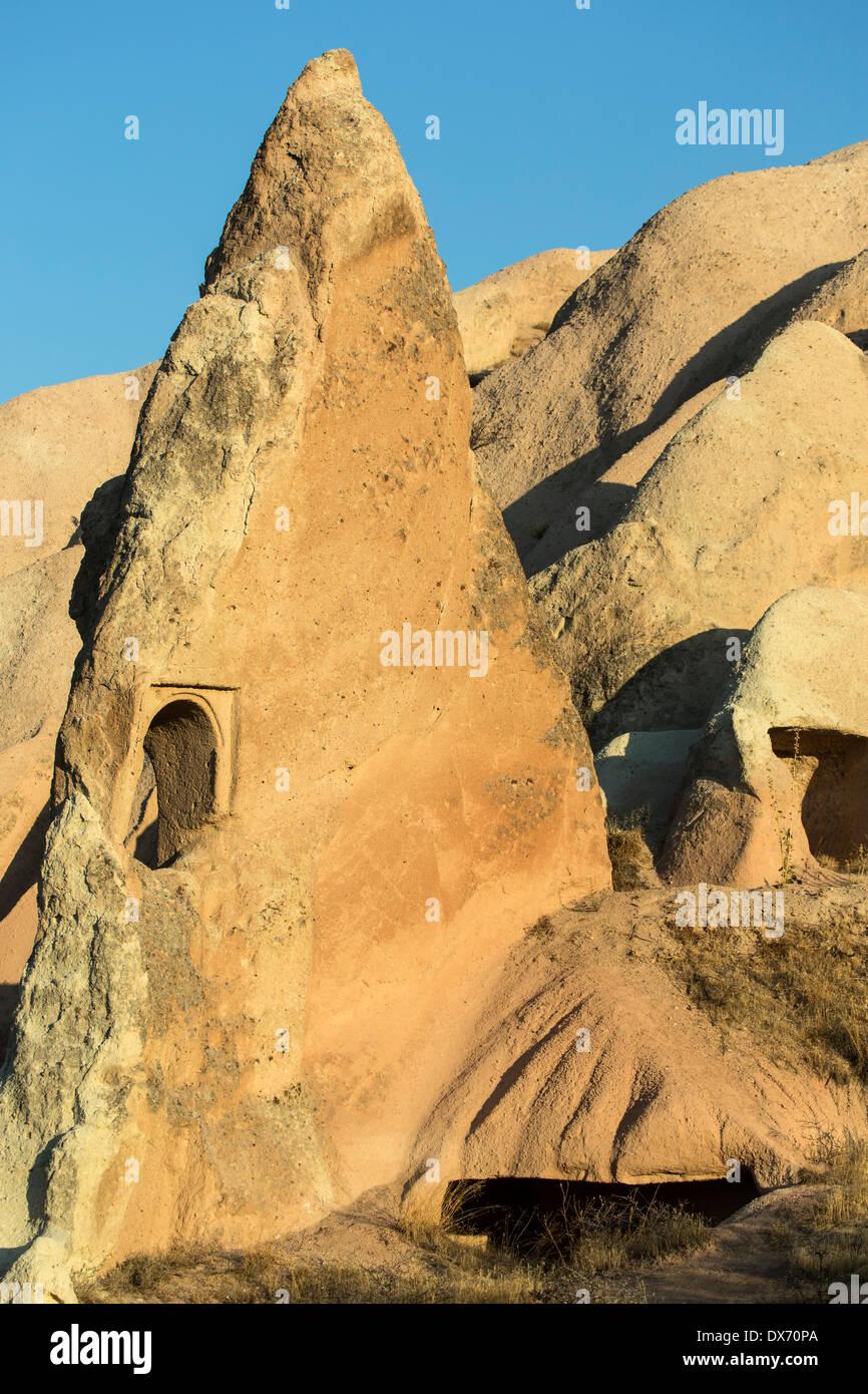 Fenêtre dans la cheminée de fées, Red Valley, Cappadoce, Turquie Photo Stock