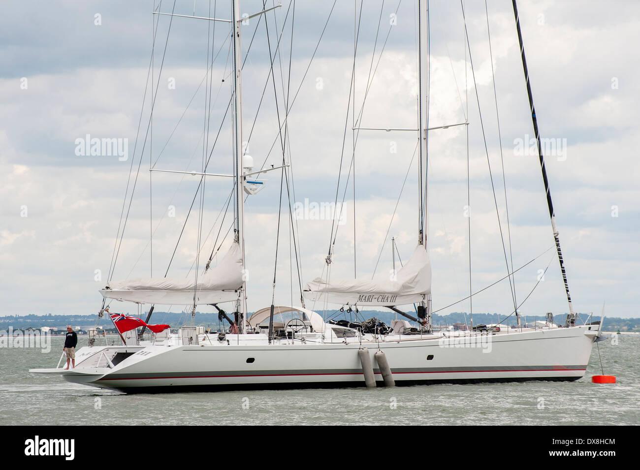 Mari Cha 111 superyacht légendaire de la voile au large de la côte de l'île de Wight, Angleterre. Photo Stock