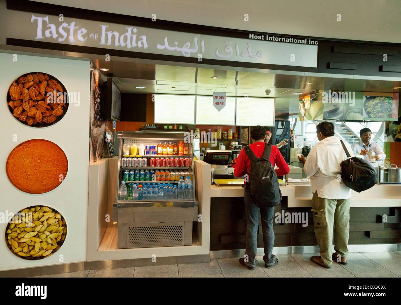 Café Restaurant saveurs de l'Inde, l'aéroport de Dubaï, terminal, ÉMIRATS ARABES UNIS, cadre voulu Arabes Unis, Moyen Orient Photo Stock