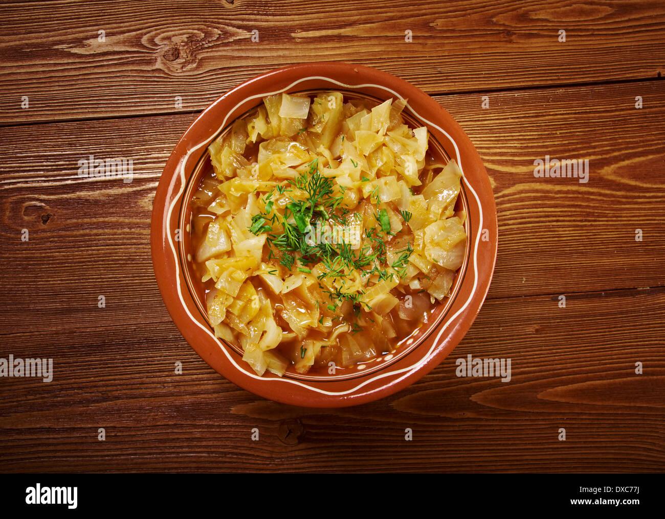 Ragoût de chou plat d'une cuisine copieuse ,.farmhouse Photo Stock