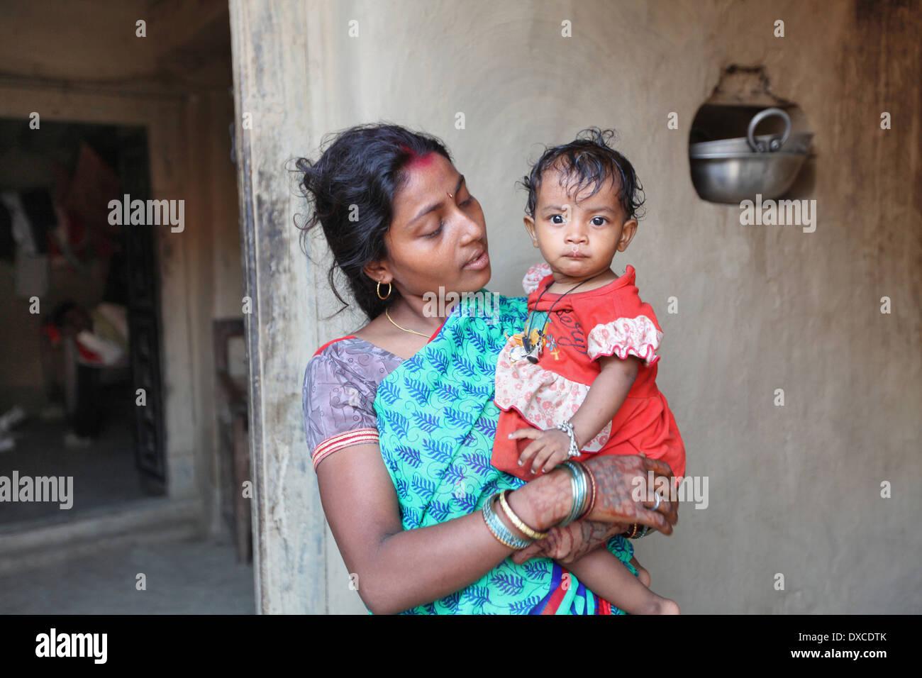 La mère et l'enfant. Kurmi caste. Village, district Hazaribaug Bhilwara, Jharkhand, India Photo Stock