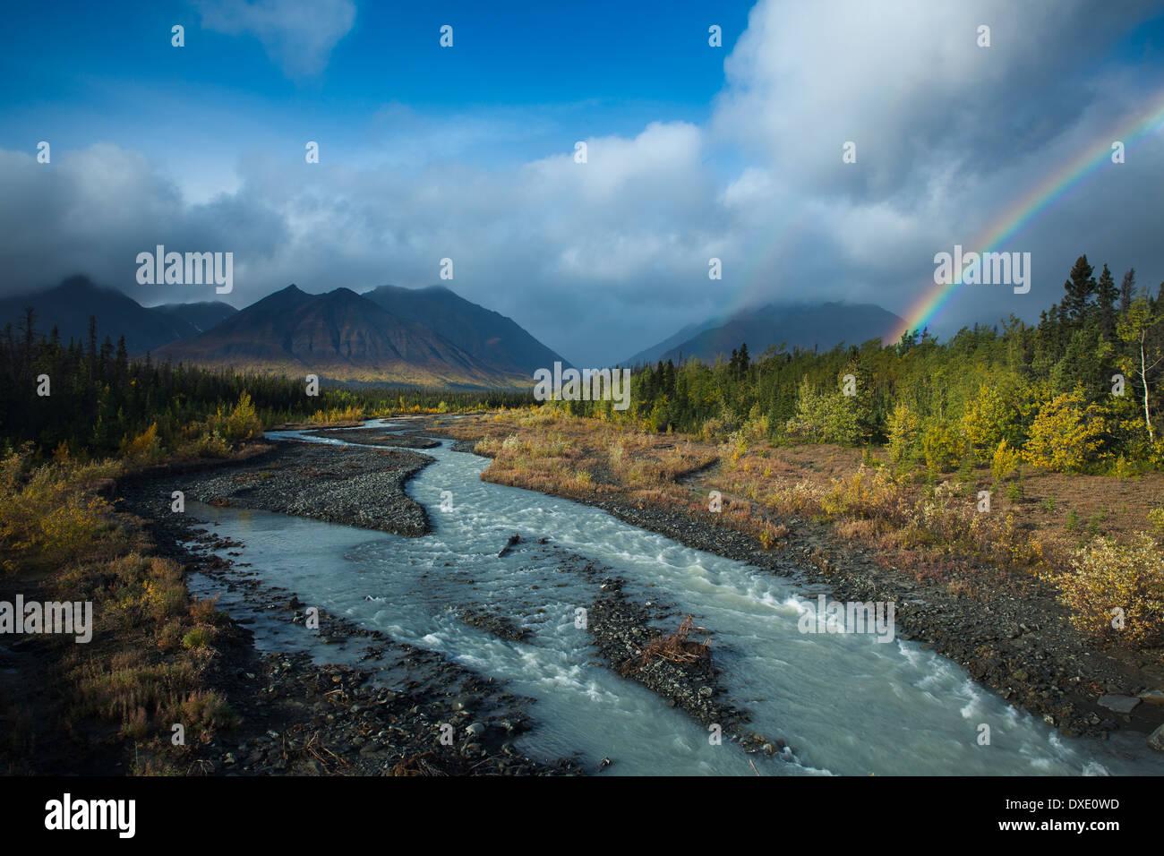 Ruisseau Quill & la chaîne Auriol, St Elias, Réserve de parc national Kluane, Yukon, Canada Photo Stock