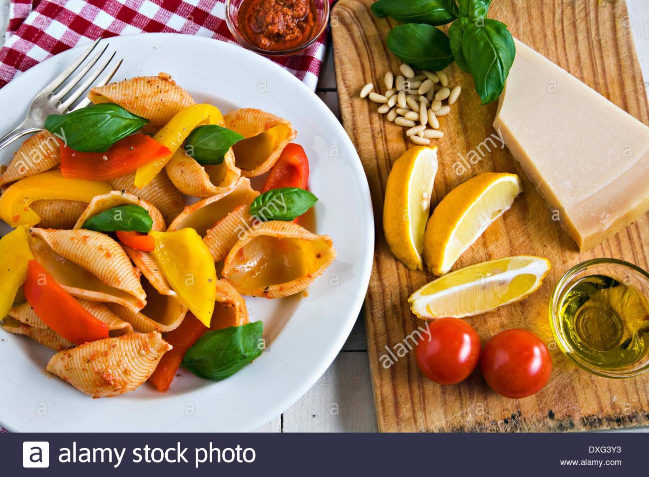 Conchiglioni et poivrons grillés Photo Stock