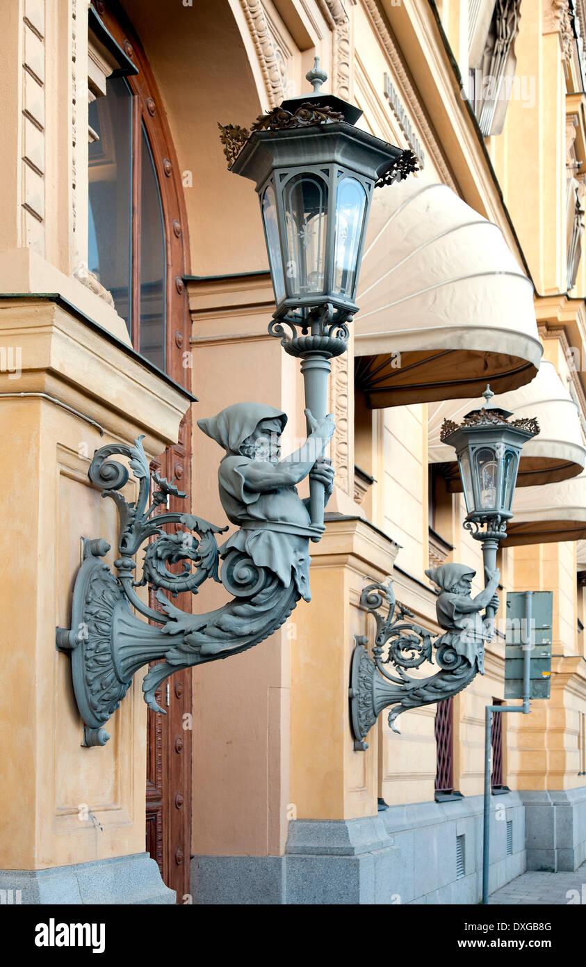 Lampes richement décorées sur le Kungsträdgårdsgatan 6 immeuble commercial, Gamla Jernkontoret, Stockholm, Stockholm County Photo Stock