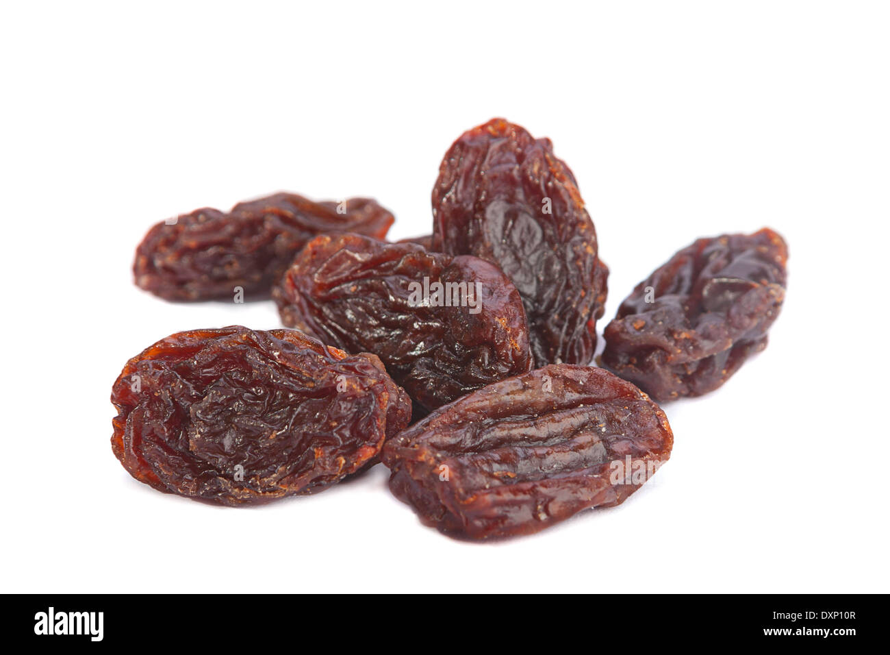 Brown closeup raisin isolated on white Banque D'Images