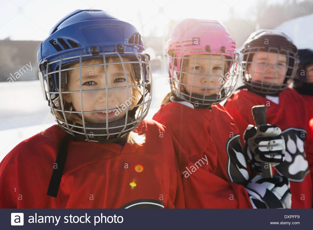 Portrait de jeunes filles en uniforme de hockey sur glace Photo Stock