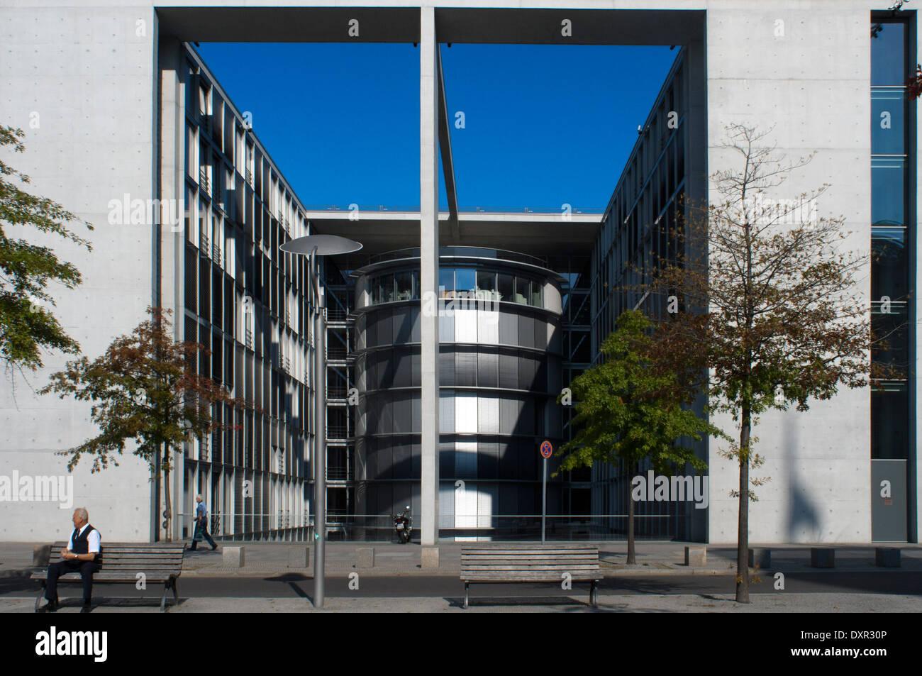 Paul Loebe House, Allemagne, Berlin. Le verre-et-béton Paul-Löbe-Haus abrite des bureaux pour la validation parlementaire du Bundestag Banque D'Images