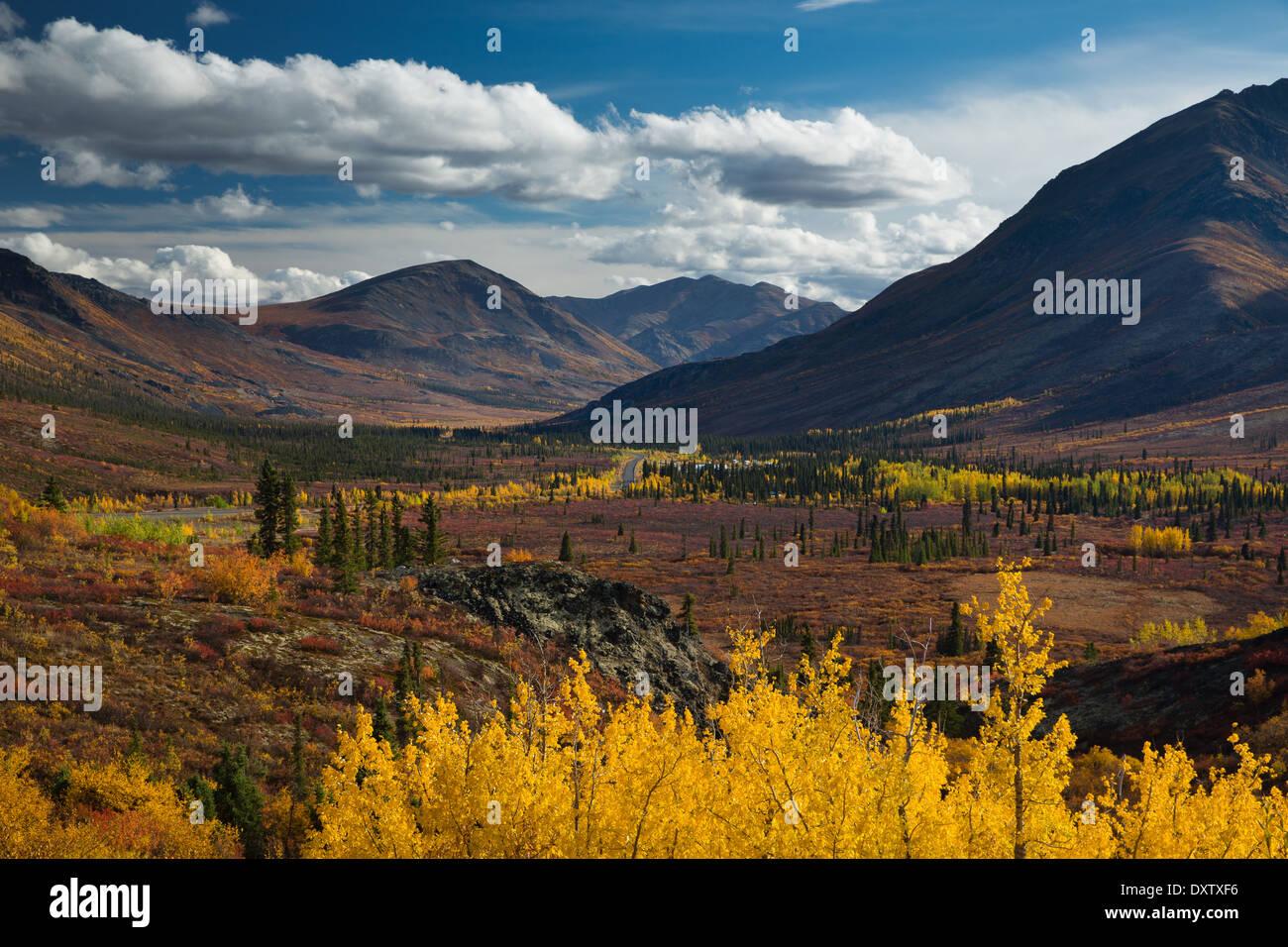 La gamme prospecteur dans le parc territorial Tombstone, sur la route Dempster, au Yukon, Canada Photo Stock