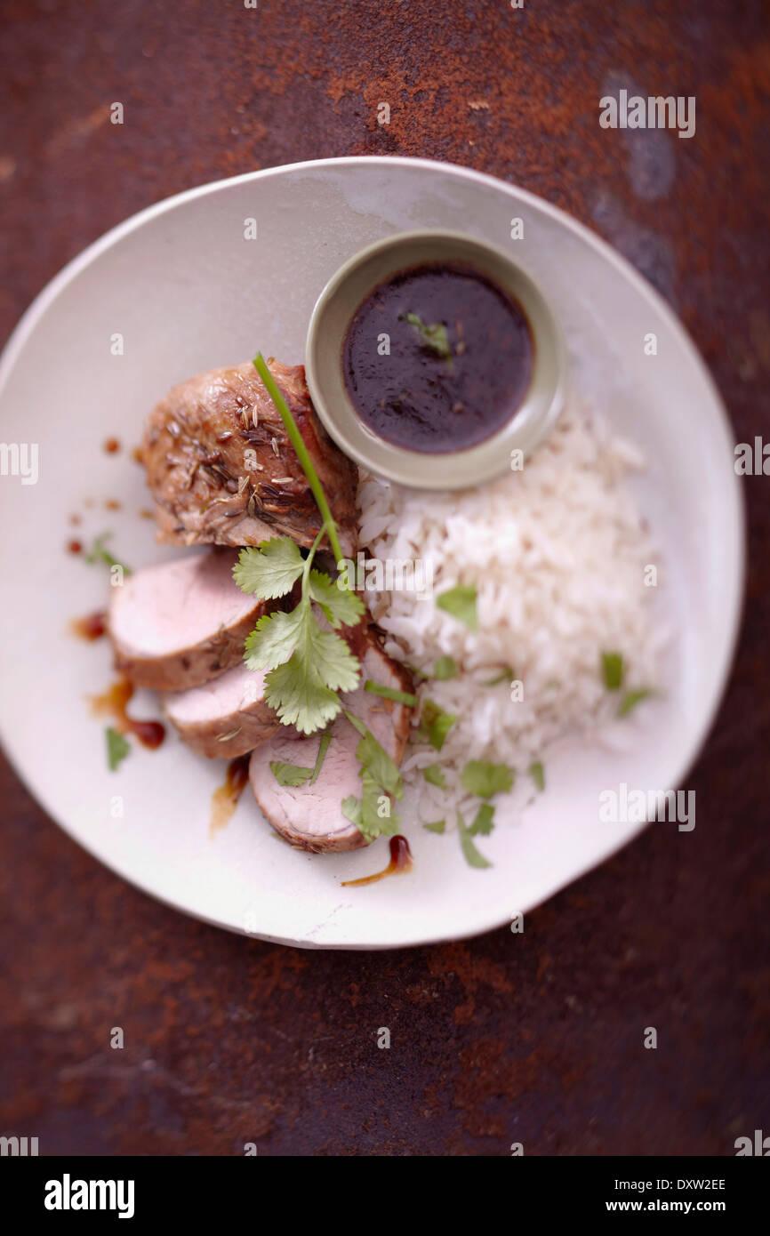 Filet mignon de porc mariné au miel et les graines de fenouil, riz blanc Photo Stock