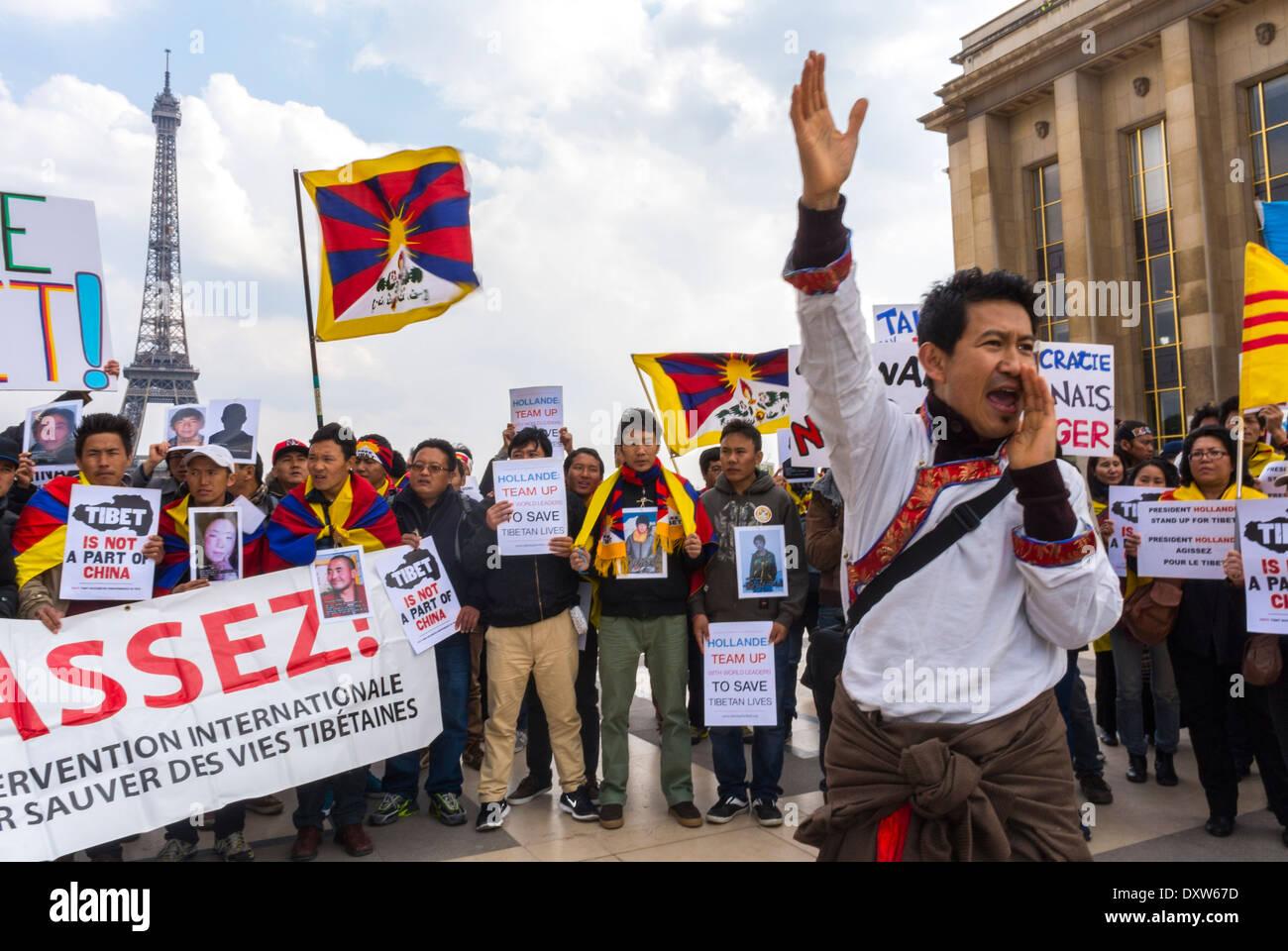 Les communautés ethniques tibétaines, taïwanaises de France et leurs amis ont appelé les citoyens français à se mobiliser lors de la visite du président chinois à Paris, des militants, des immigrants internationaux en Europe Banque D'Images