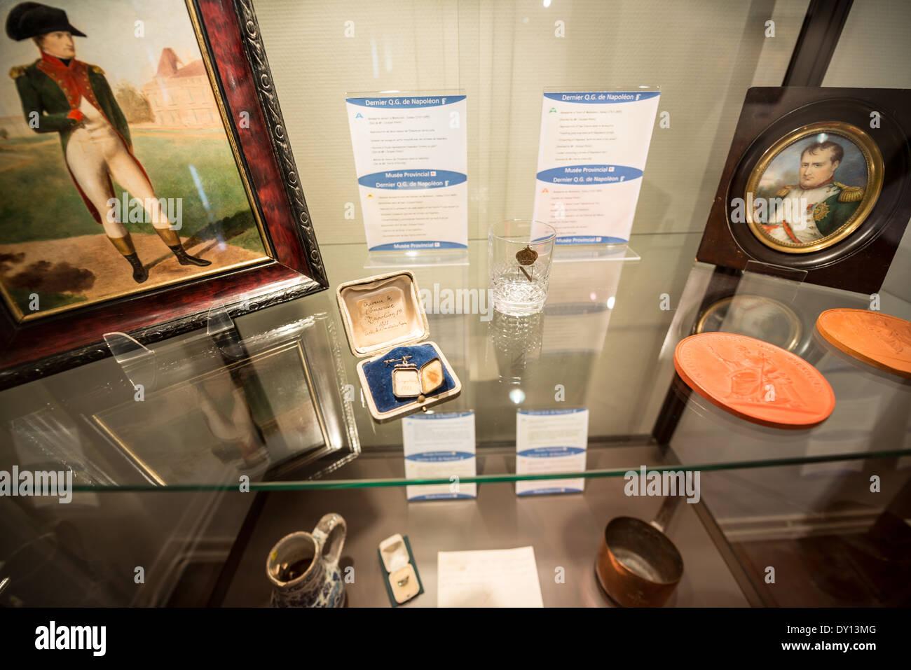 Le prix utilisé par Napoléon, rempli de souvenirs et d'effets personnels ayant appartenu à l'empereur. Une vitrine Banque D'Images
