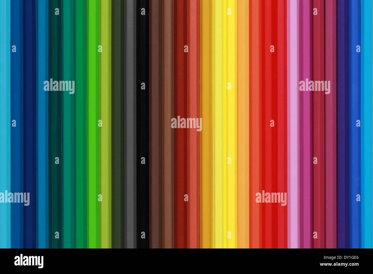 Collection de crayons de couleur formant un arrière-plan Photo Stock