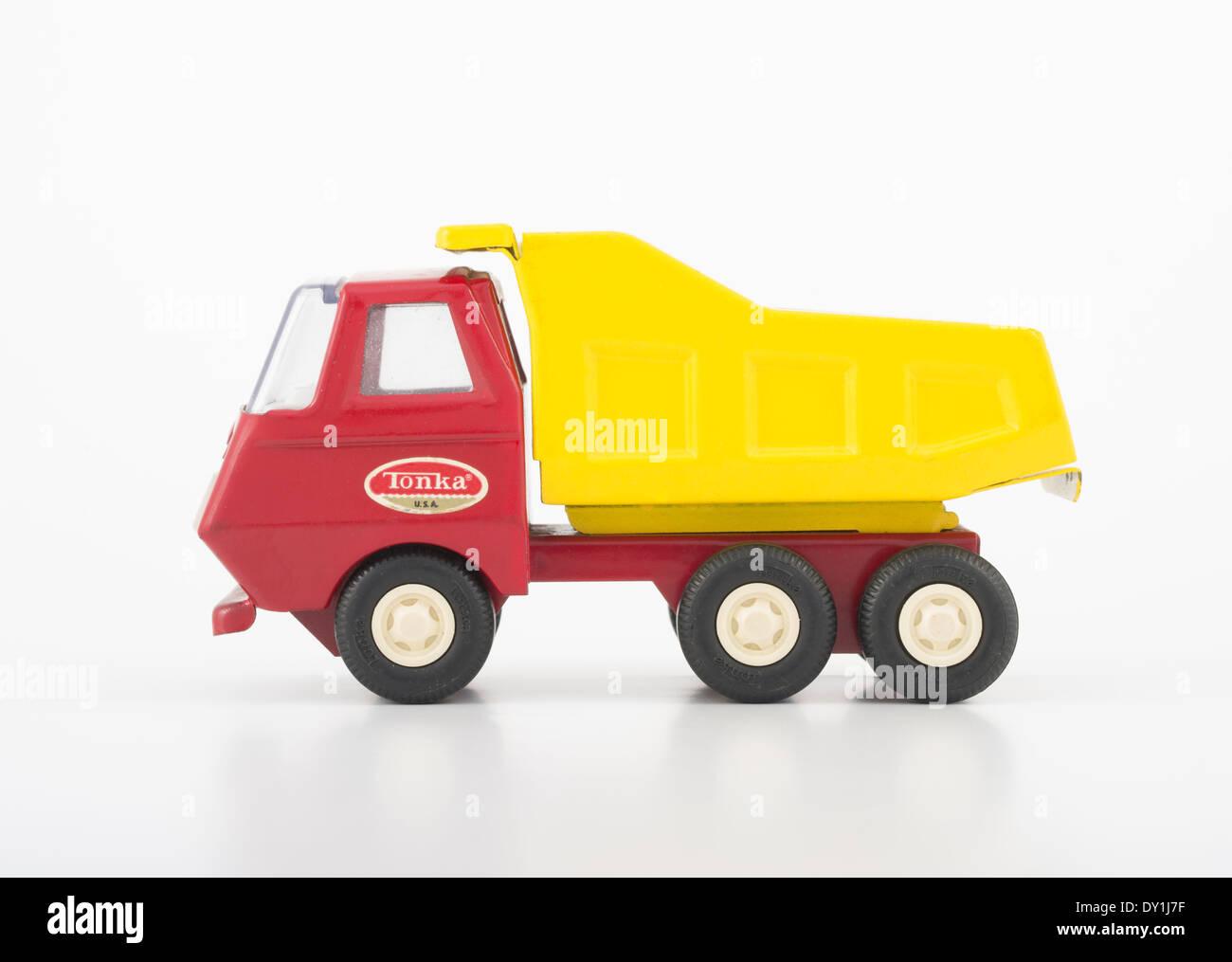 Les jouets Tonka #535 camion benne rouge et jaune de 1968 à 1970 Photo Stock