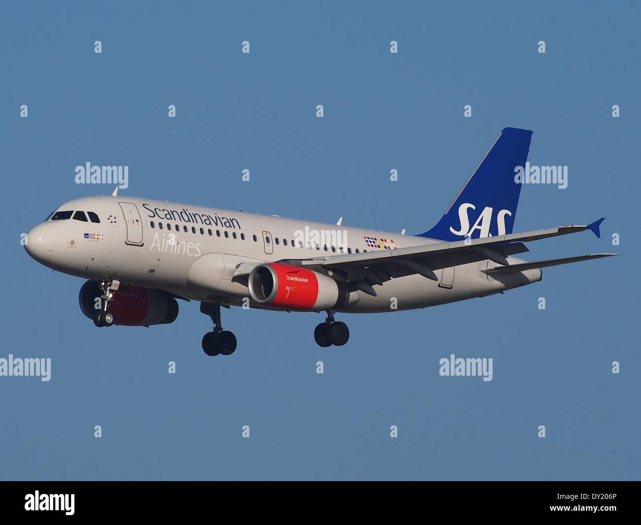 OY-KBR SAS Scandinavian Airlines Airbus A319-131, l'atterrissage sur Schiphol, pic-1 Photo Stock