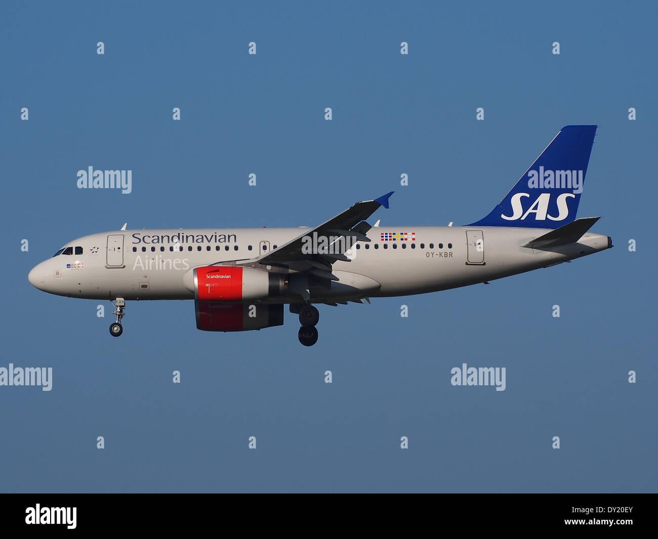 OY-KBR SAS Scandinavian Airlines Airbus A319-131, l'atterrissage sur Schiphol, pic-2 Photo Stock