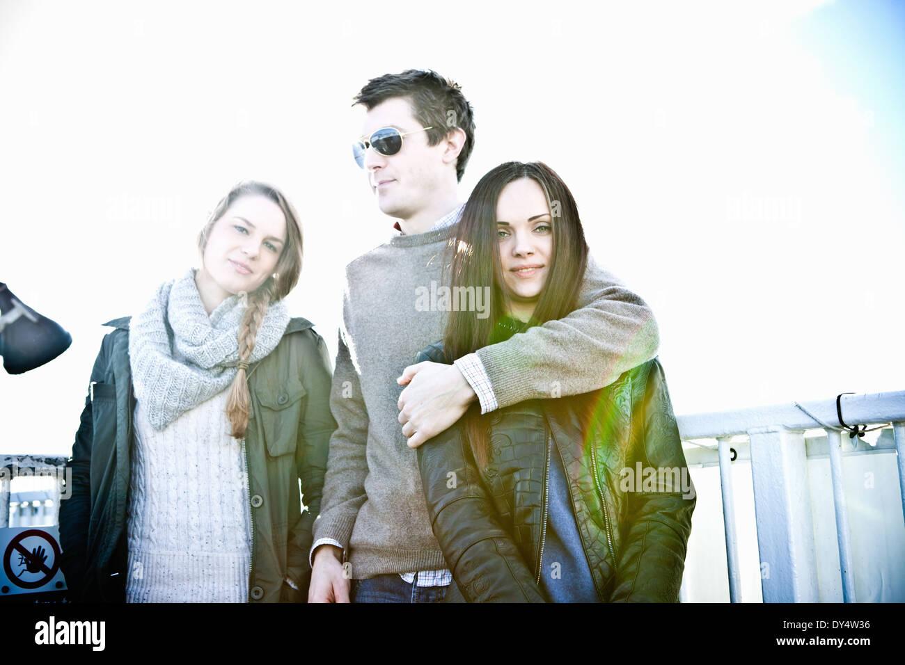 Portrait d'un mâle et deux femelles adultes amis Photo Stock