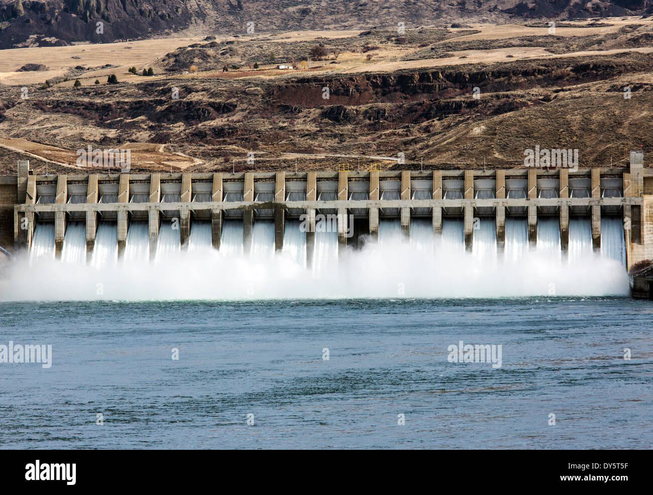 Le chef Joseph Barrage, deuxième plus grand producteur d'électricité en France, barrage hydroélectrique sur le fleuve Columbia, Washington State, USA Photo Stock