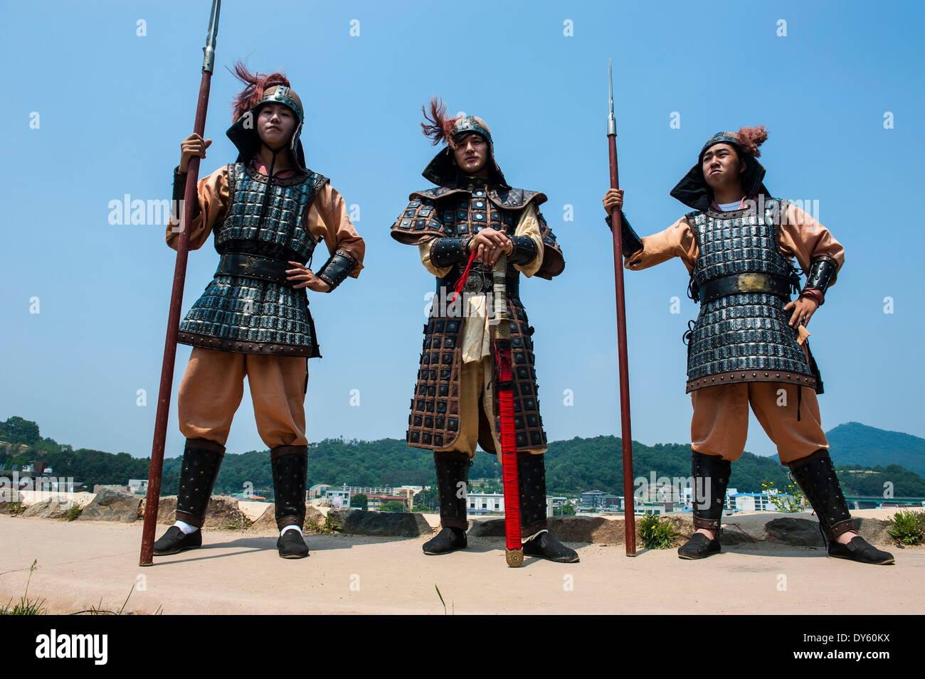 Garde à la cérémonie de la relève de la garde, Château Gongsanseong, Gongju, la province de Chungcheong du Sud, en Corée du Sud Photo Stock