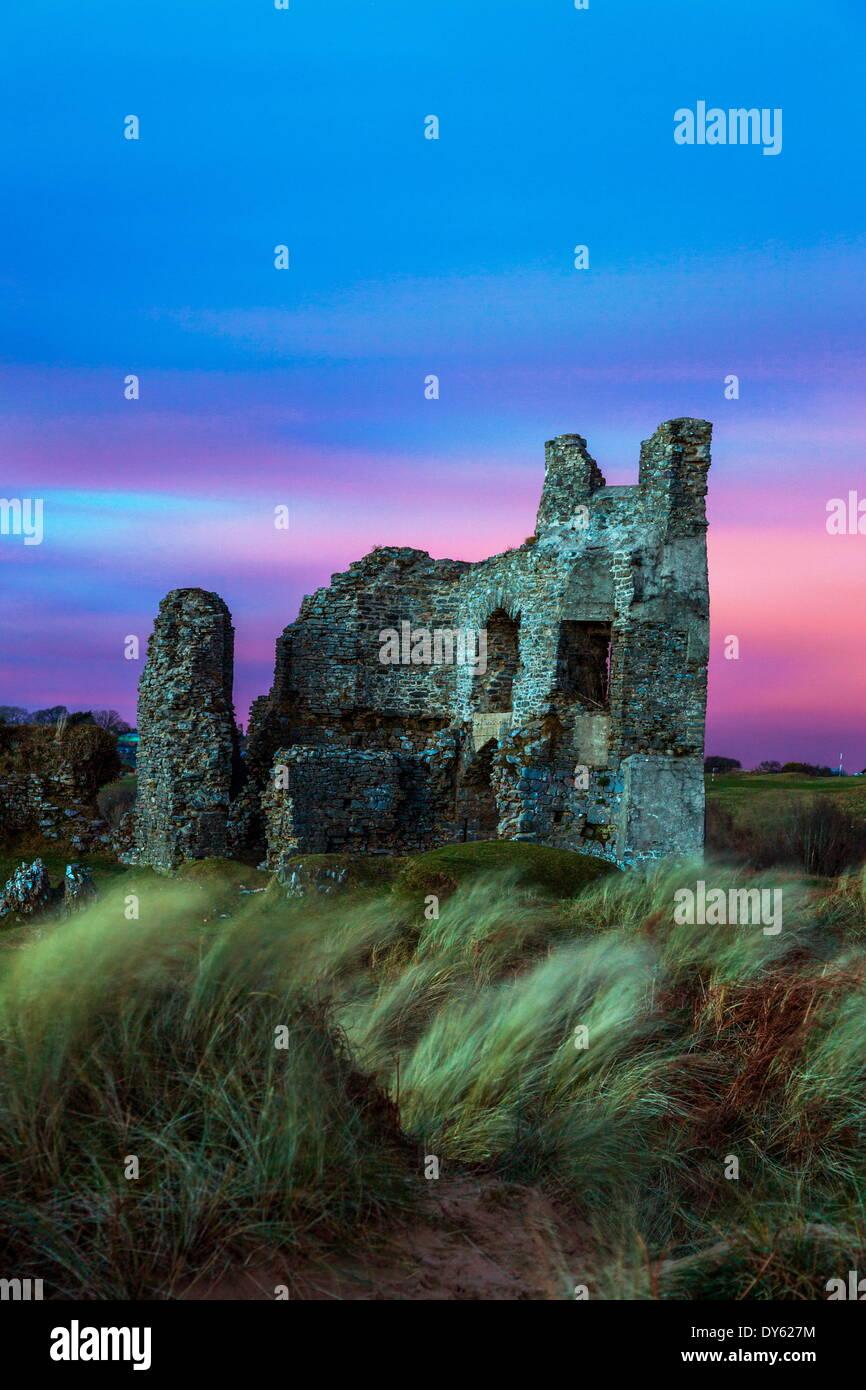 Pennard, château surplombant les falaises Trois Bay, Gower, Pays de Galles, Royaume-Uni, Europe Photo Stock