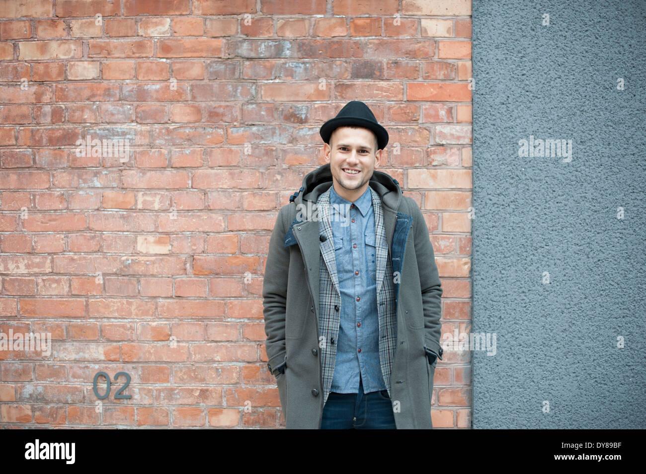 Jeune homme avec chapeau Photo Stock