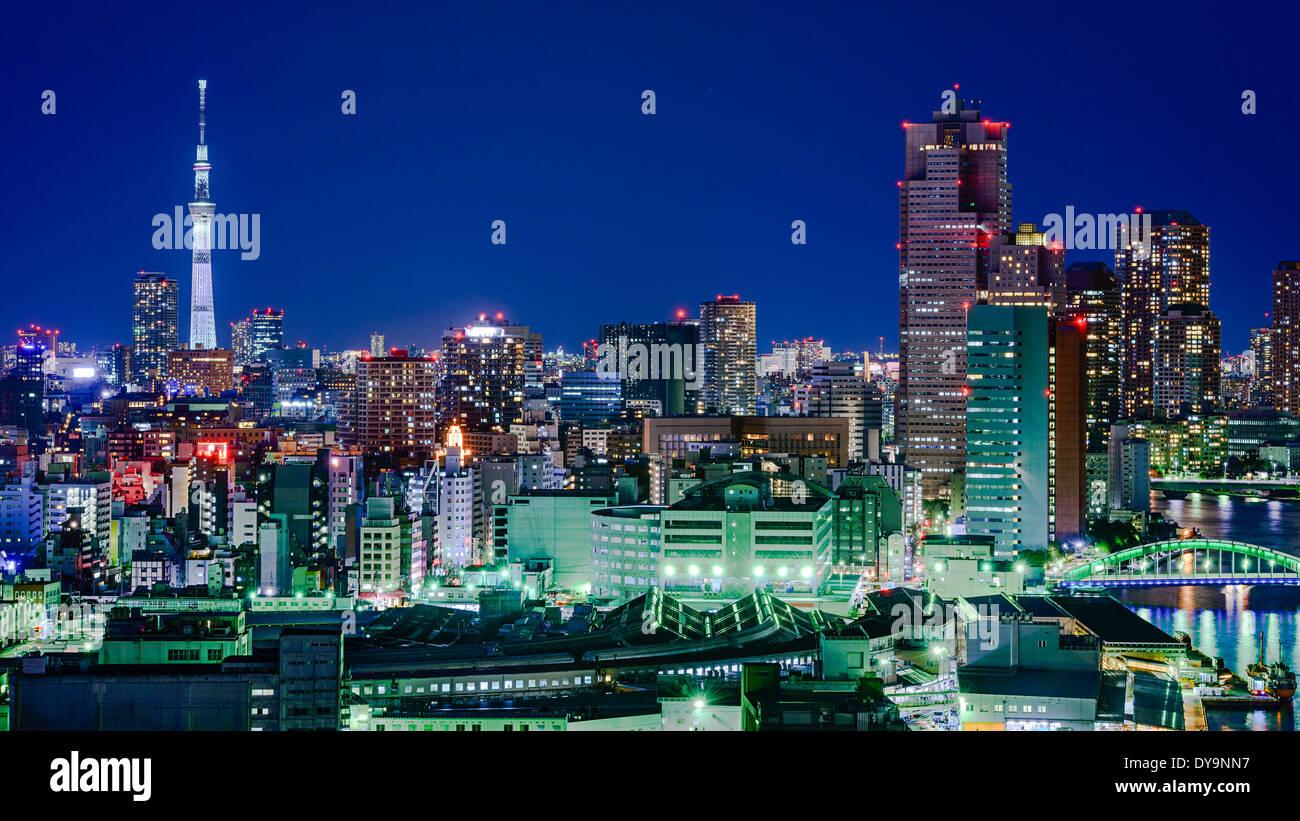 Tokyo, Japon Tokyo Skytree avec les toits de la ville Photo Stock