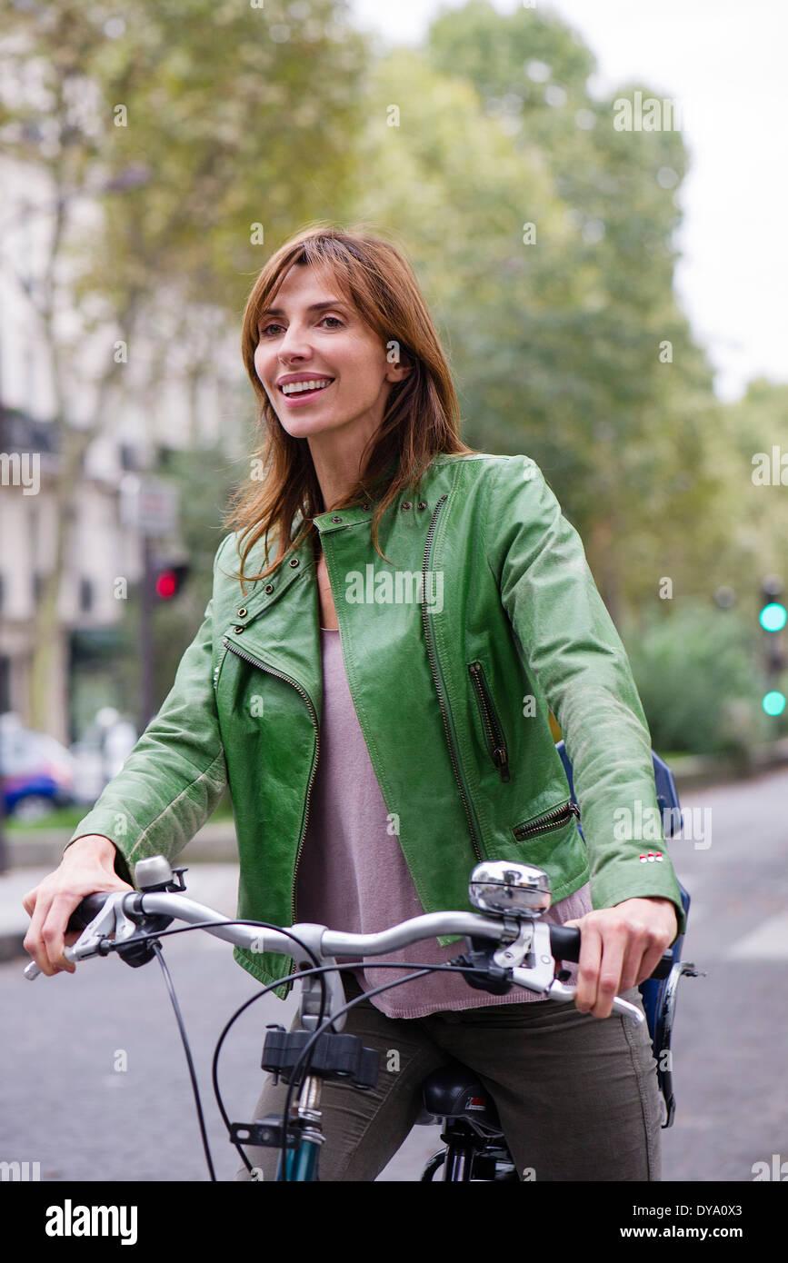 Trajet en vélo Femme Photo Stock