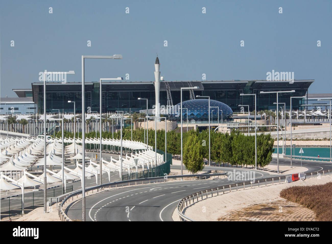 Doha, Doha, Qatar, nouveau Moyen Orient, de l'aéroport, l'architecture, ville, immeuble, international, minaret, parking, route, voyage Banque D'Images