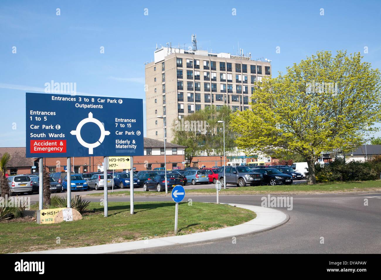 Parking sign et l'unité de maternité de l'Hôpital d'Ipswich, NHS Trust, Ipswich, Suffolk, Angleterre Photo Stock