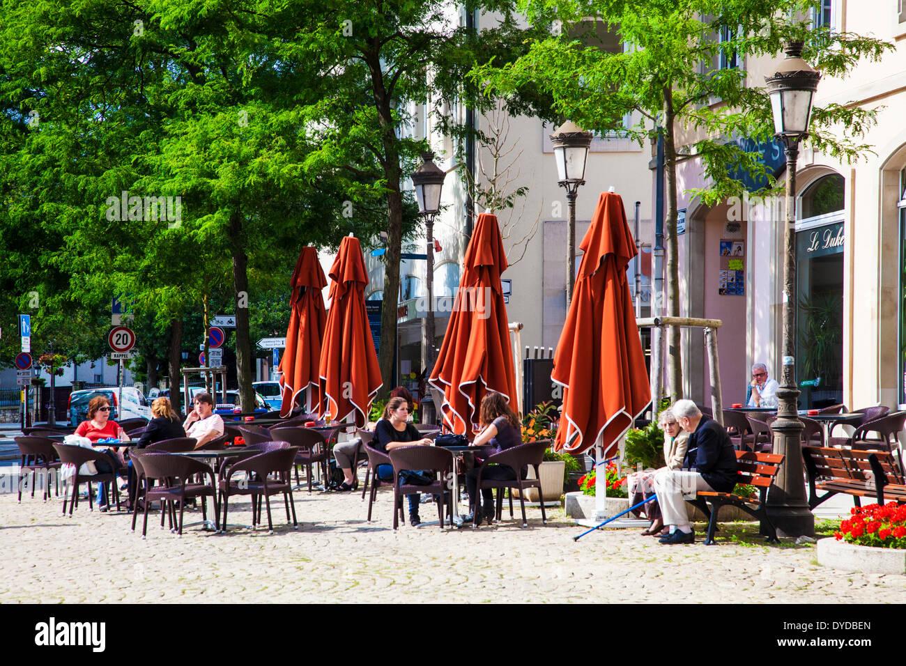 La Terrasse D Un Café Bar à Proximité De La Place De