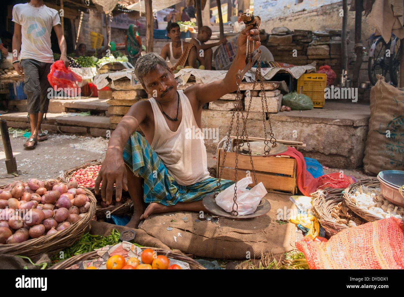 Marché de l'ancien commerçant de Varanasi. Photo Stock