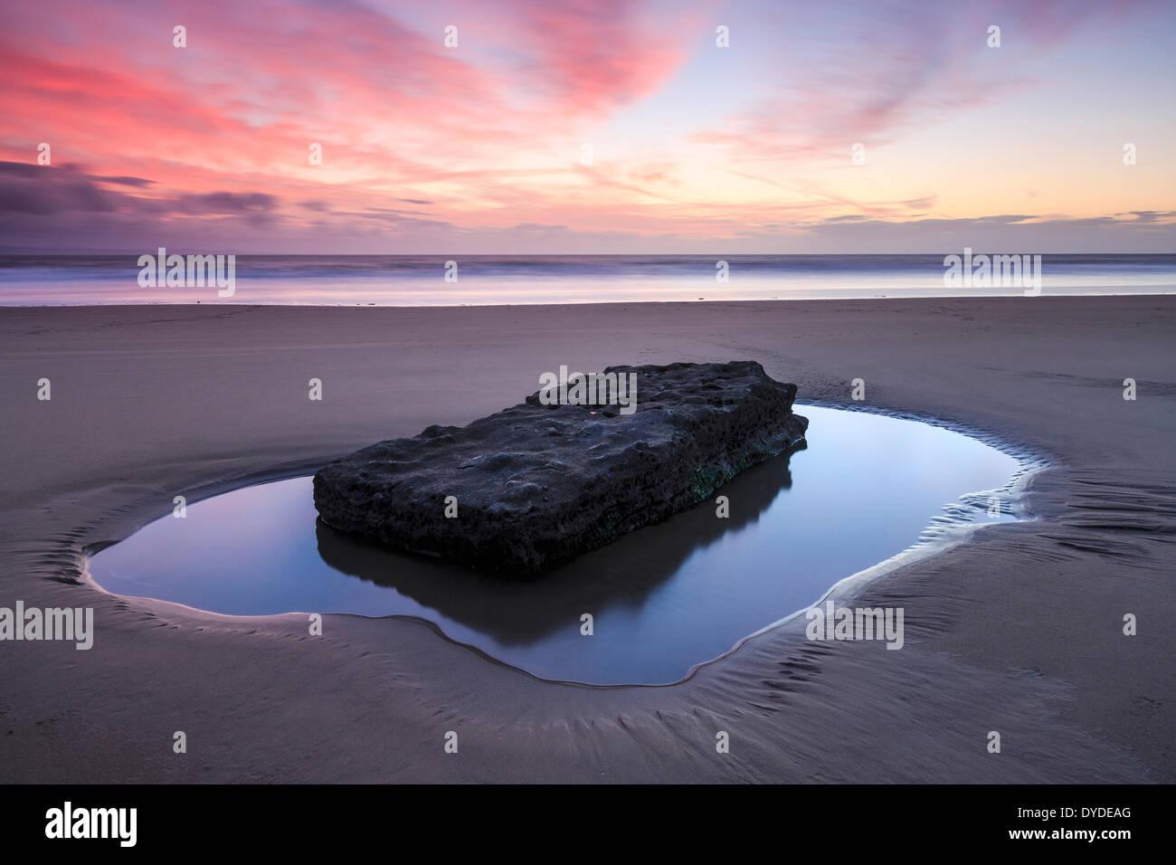 Coucher du soleil à Southerndown Beach. Photo Stock