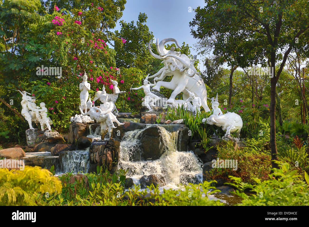 La Thaïlande, Asie, Bangkok, vieux, Siam Park, artistique, de couleurs éclatantes, l'éléphant, Jardin, Parc, Vieille, monumentale, cascade Photo Stock