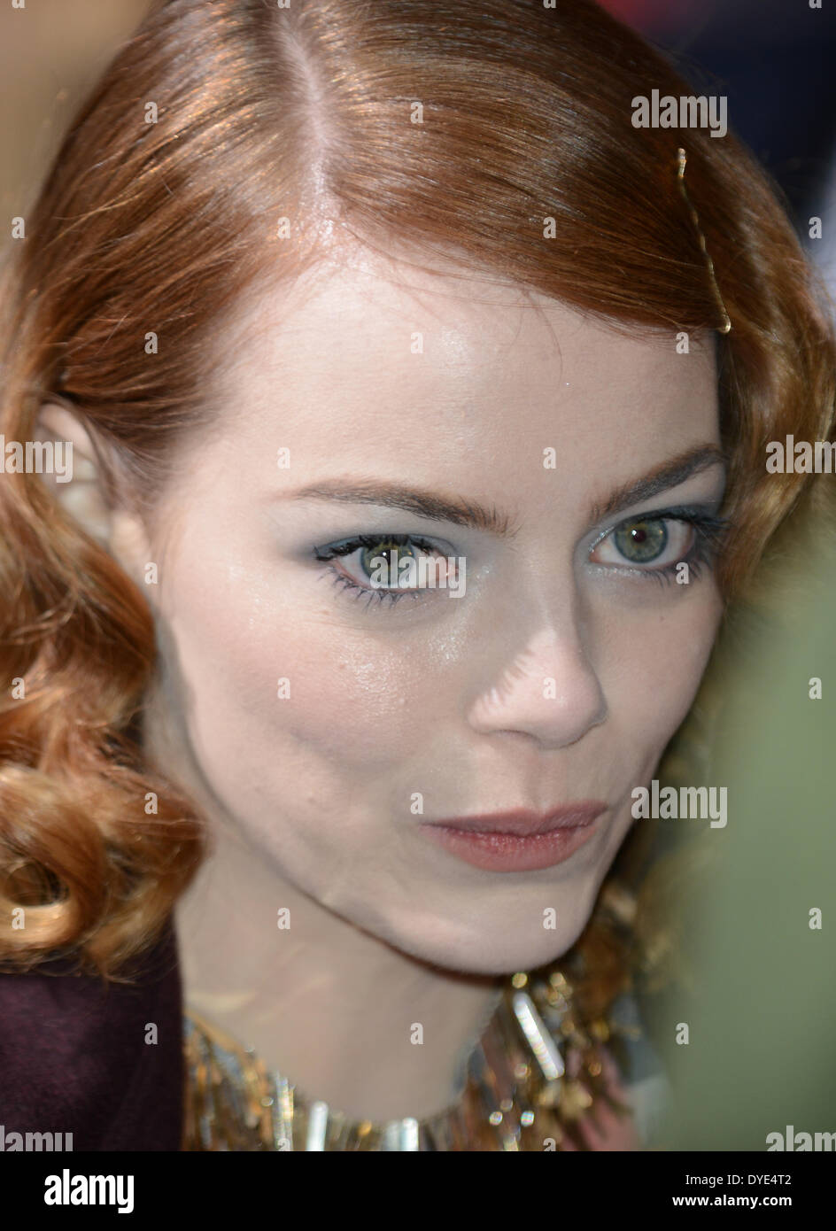 "BERLIN, ALLEMAGNE, 15 avril 2014. Emma Stone assiste à la ""The Amazing Spider-Man 2' Première mondiale dans le Sony Center sur la Potsdamer Platz, le 15 avril 2014 à Berlin, Allemagne. Credit : Janne Tervonen/Alamy Live News Photo Stock"
