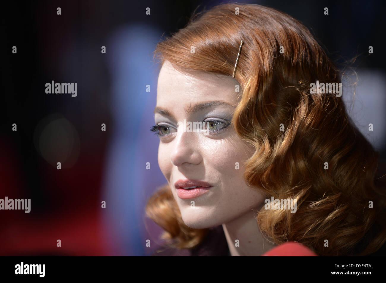 """BERLIN, ALLEMAGNE, 15 avril 2014. Emma Stone assiste à la """"The Amazing Spider-Man 2' Première mondiale dans le Sony Center sur la Potsdamer Platz, le 15 avril 2014 à Berlin, Allemagne. Credit: Janne Tervonen/Alamy Live News Photo Stock"""