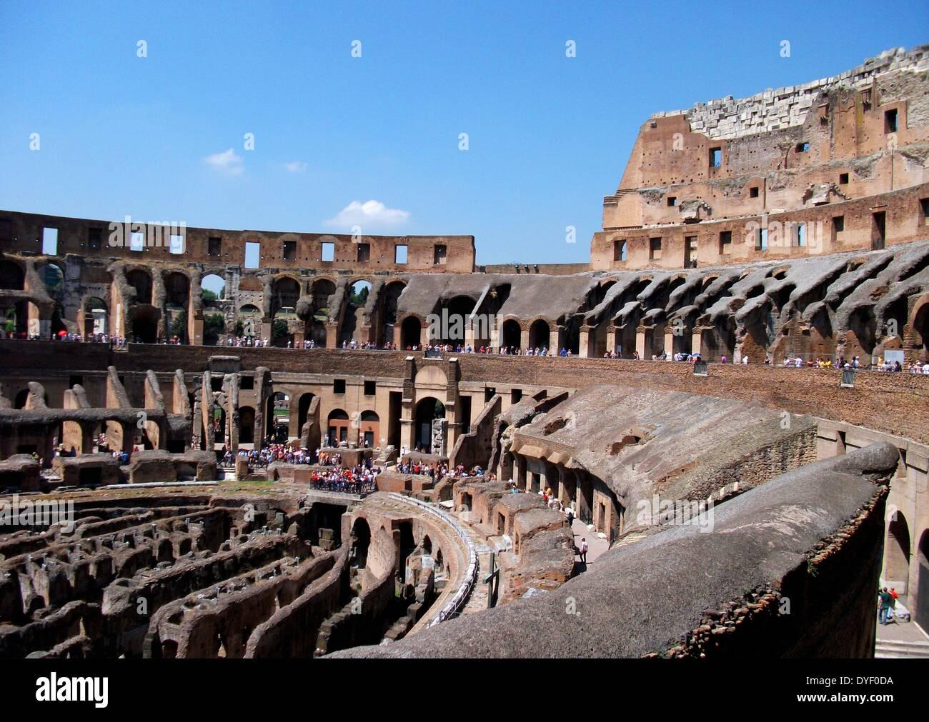 Détail du Colisée romain à Rome, Italie. Photo Stock