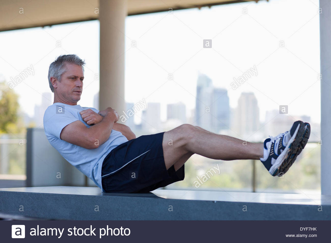 Man stretching avant l'exercice Photo Stock