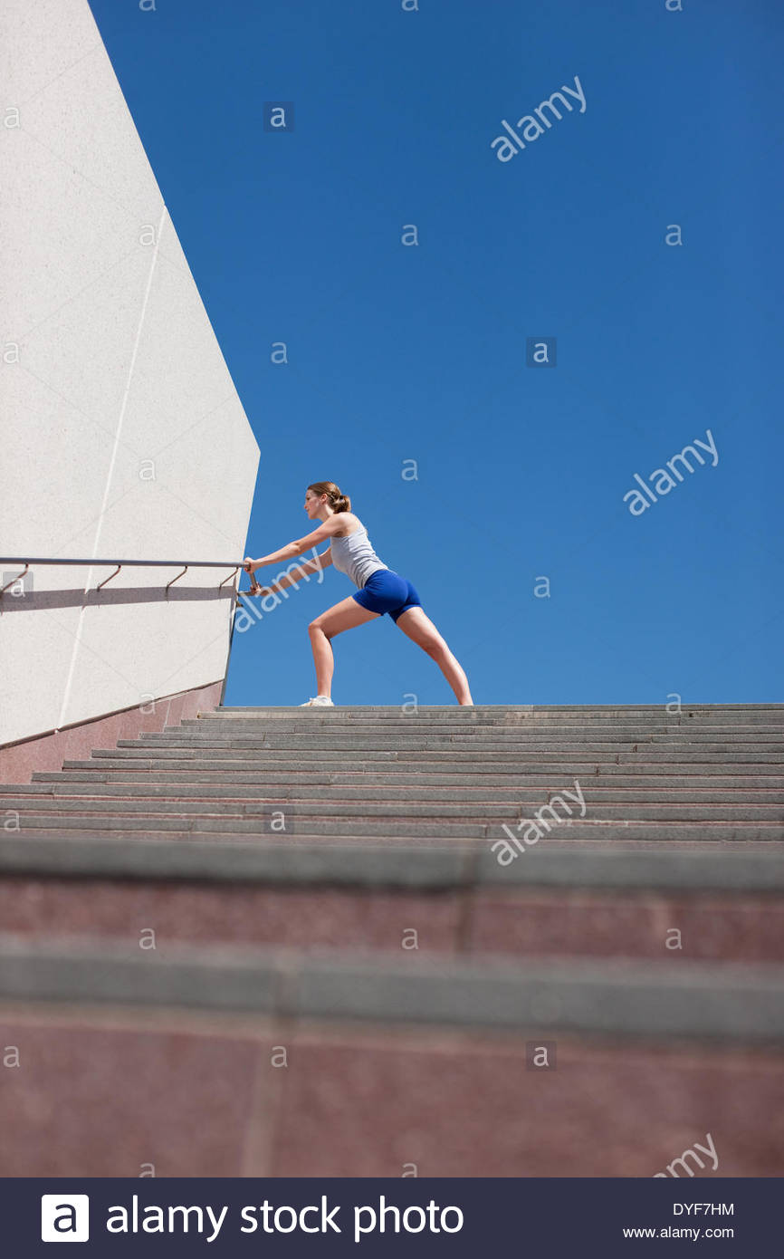 Woman stretching avant l'exercice Photo Stock