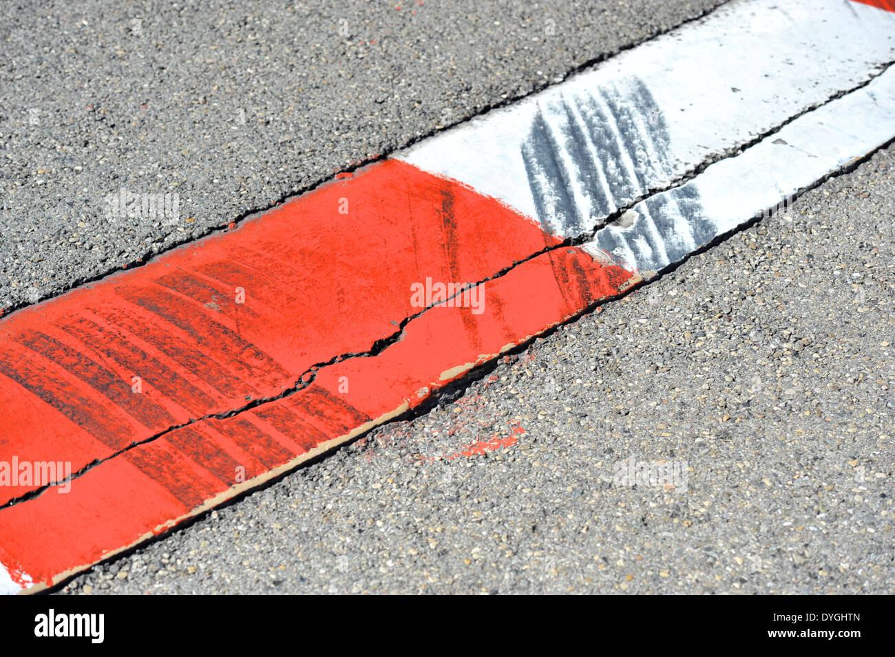 Les pistes de débardage des pneus près de l'hôtel Fairmont de Monaco en épingle. Photo Stock