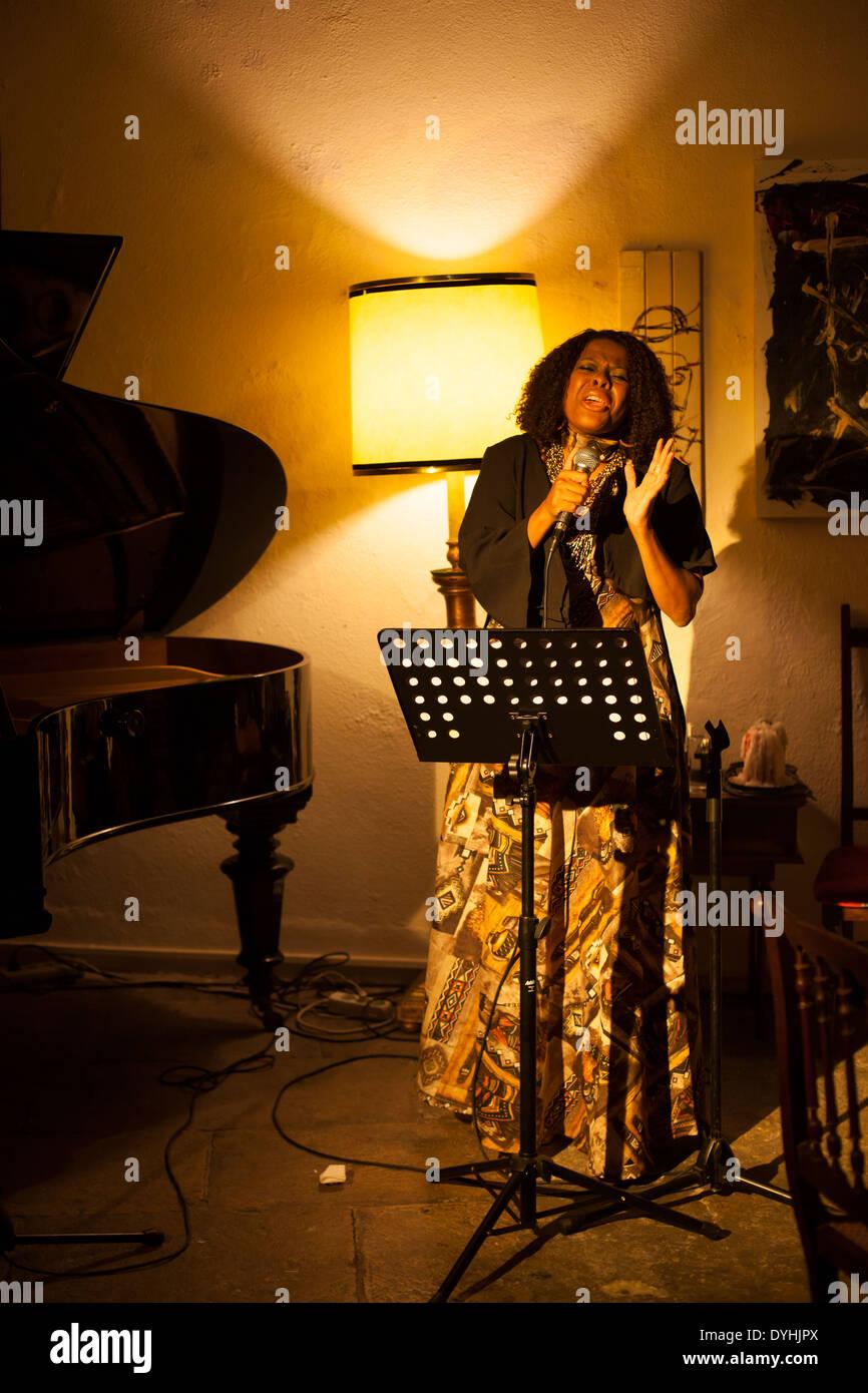 Tania Tome, chanteuse et femme d'affaires du Mozambique. Photo Stock