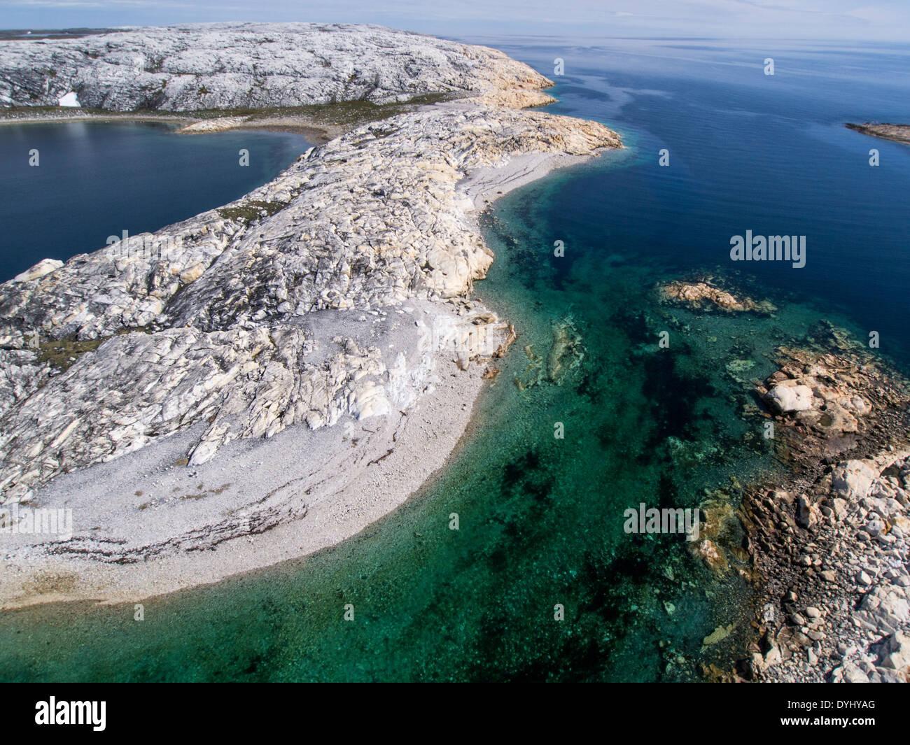 Le Canada, le territoire du Nunavut, vue aérienne de l'île de marbre dans la baie d'Hudson près du village de Rankin Inlet Photo Stock
