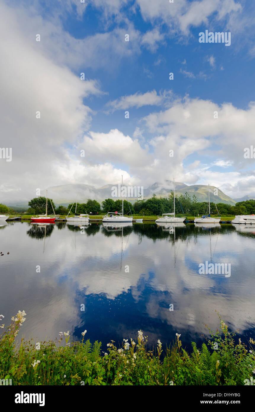 Bassin d'amarrage à banavie par fort William avec Ben Nevis Photo Stock