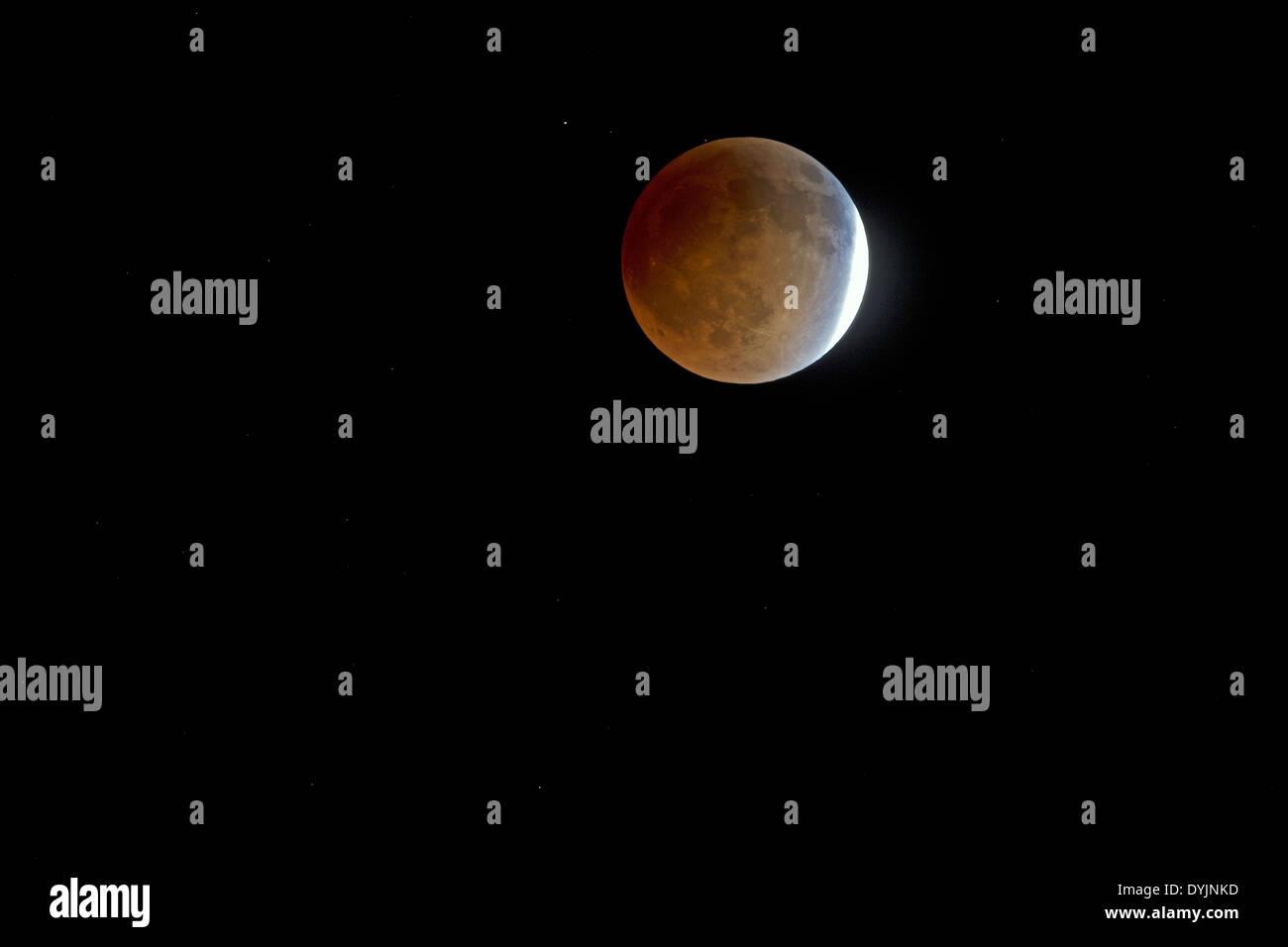 Les trois quarts d'Eclipse lunaire Photo Stock