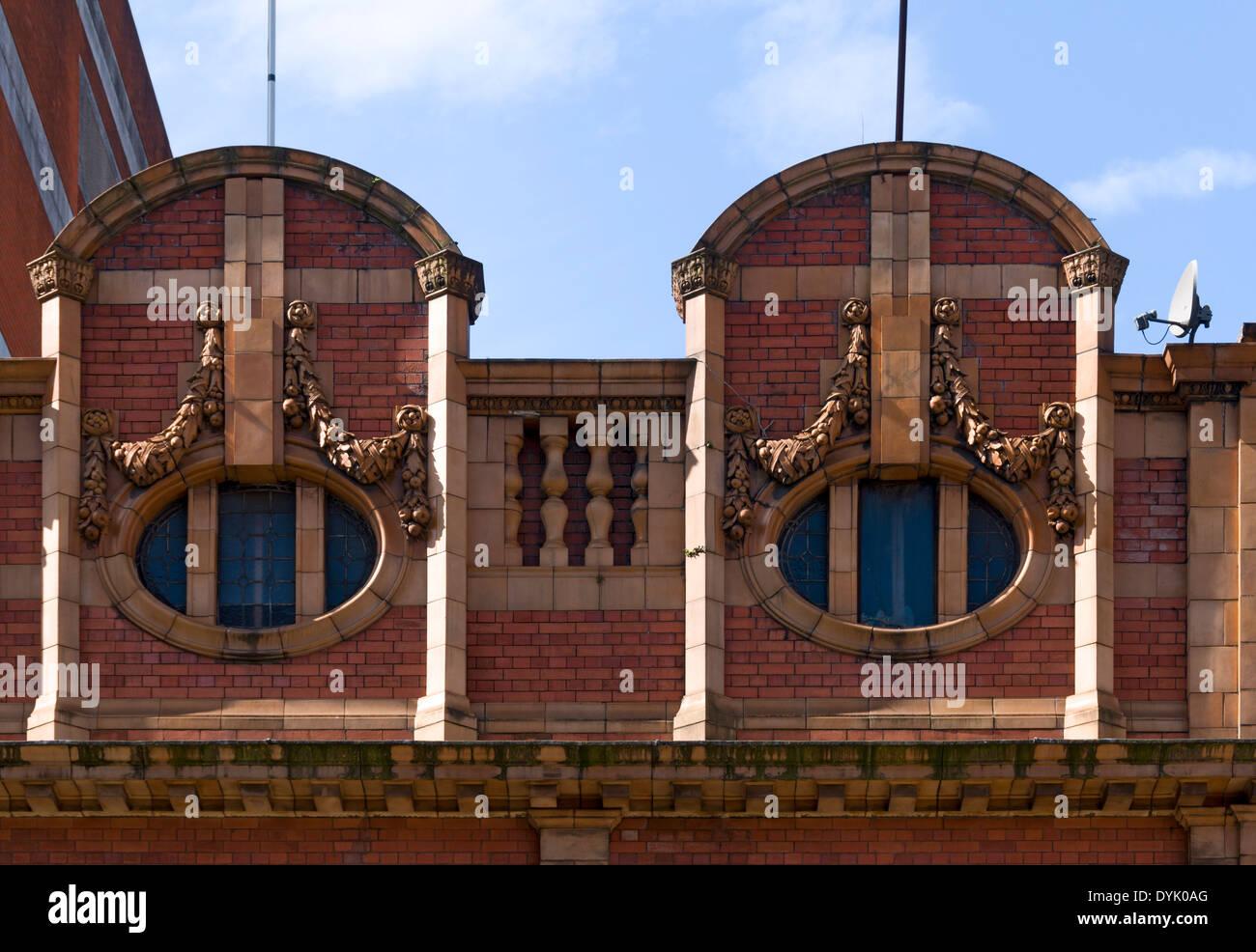 Détail de l'ancien bâtiment du cinéma d'Oxford, Oxford Street, Manchester, Angleterre, Royaume-Uni. Fermée en 1980, l'utilisation de détail maintenant. Photo Stock